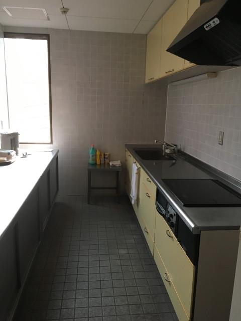 休憩スペースに隣接付属しているキッチンスペース