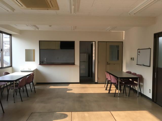 作業場をゆったりとした社員休憩スペースとして利用の様子。